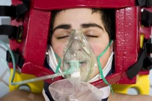 coma, beademing, nekbrace, mondkapje, gewond, bewusteloos